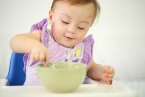 Việc ăn thô, ăn dặm như vậy trẻ có bị hóc hay không?