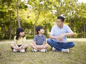 Cha mẹ dạy con cách yêu thương