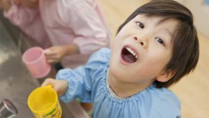 Trẻ bị nhiệt miệng nên ăn gì? Cách phòng tránh nhiệt miệng ở trẻ
