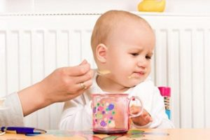Những sai lầm cha mẹ thường gặp phải khi cho bé ăn dặm
