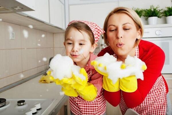 Hình thành thói quen tốt khi dạy con làm việc nhà theo độ tuổi