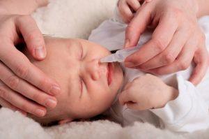 Mẹ nên làm gì khi trẻ bị ngạt mũi về đêm?